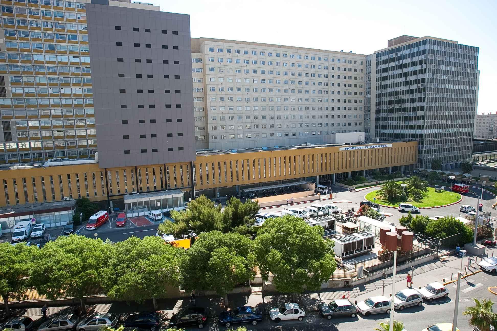 2048x1536-fit_marseille-le-26-mai-2011-l-hpital-de-la-timone-avec-le-service-des-urgences-sur-la-gauche